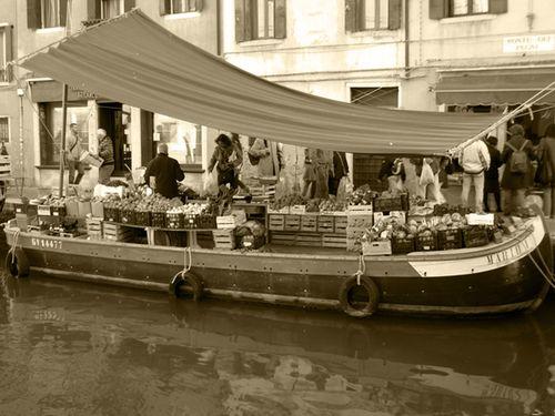 grocery boat in Venice: la Barca