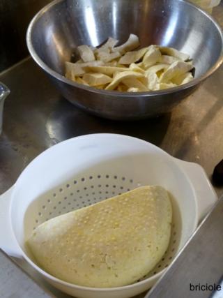 making caciocavallo