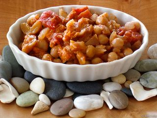 chickpeas with tomatoes and dried apricots
