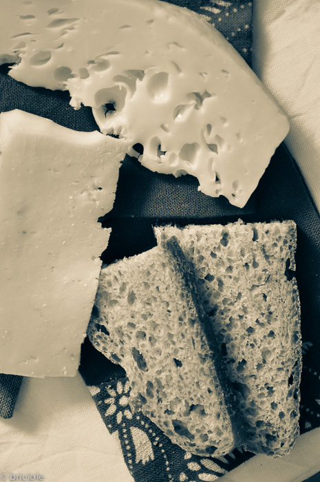 Leerdammer Manchego and bread