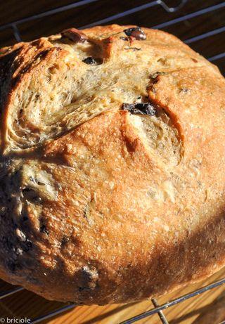 Cyprus-style olvie bread