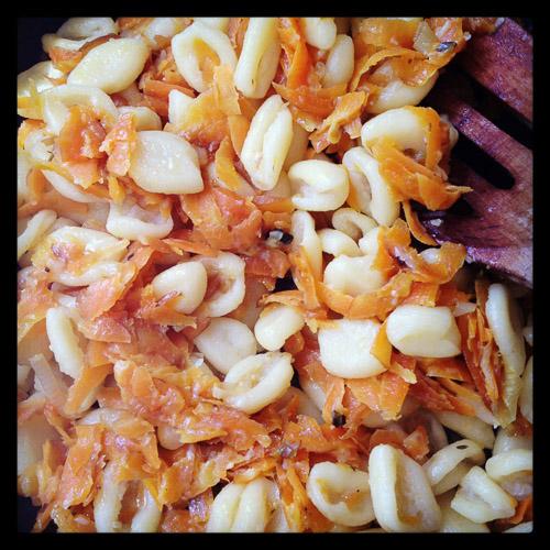 scorze di mandorle pasta with carrots