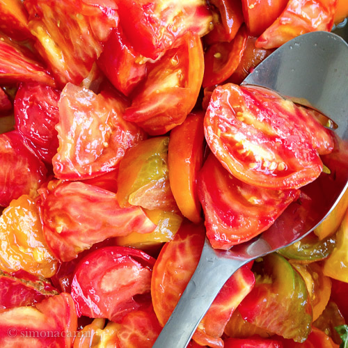 sliced heirloom tomatoes / IMG_4875
