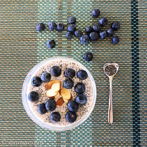chia pudding with blueberries / budino ai semi di chia con mirtilli