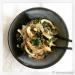 konjac noodles and kelp noodles with greens and mushrooms / pasta di konjac e pasta di alghe con verdure a foglia verde e funghi