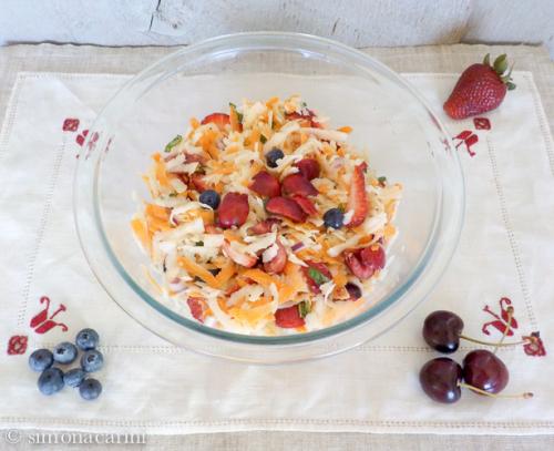 kohlrabi slaw with fresh fruit / DSCN0078